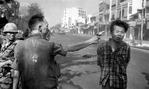 What made the image of the Vietnam napalm girl so iconic