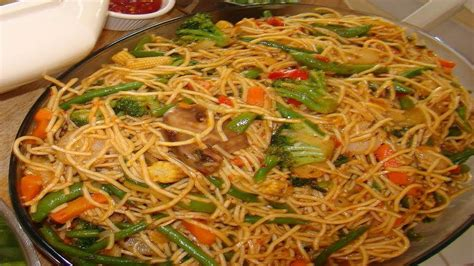 How to make Hakka Noodles Video Recipe - Vegetable Chow
