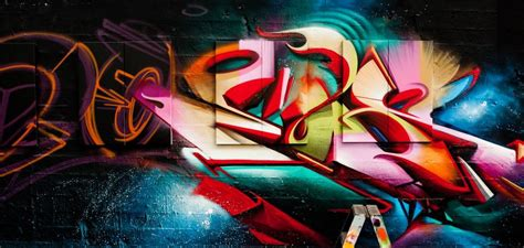 Graffiti trip : The artist Does visit different cities to
