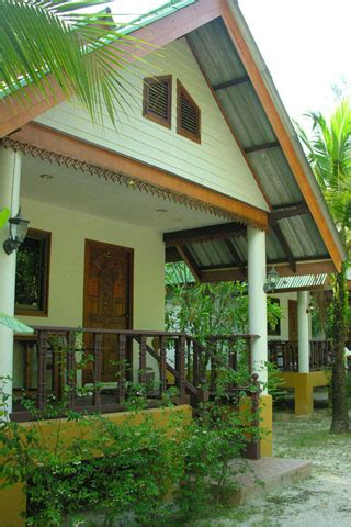 White Sand Beach Restaurant & Bungalow review, 28/2 Moo 2