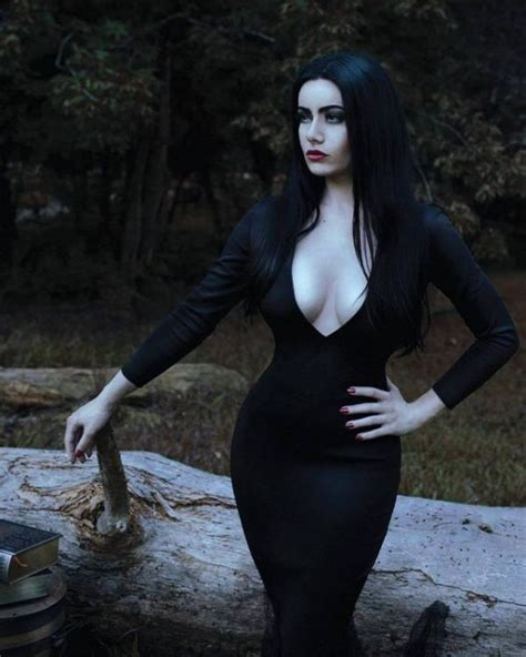 This Addams Family Cosplay Is Legit (5 pics)