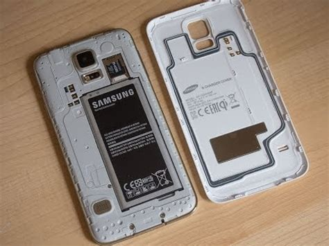 Samsung Galaxy S5 official wireless charging cover hands