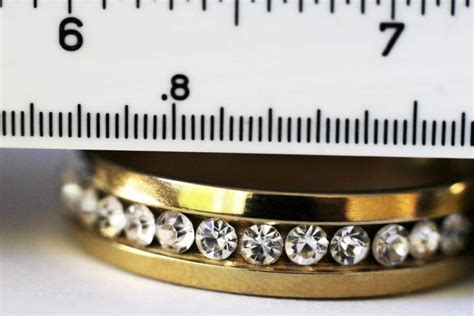 How to Measure Your Ring Size at Home - How to Buy Vintage