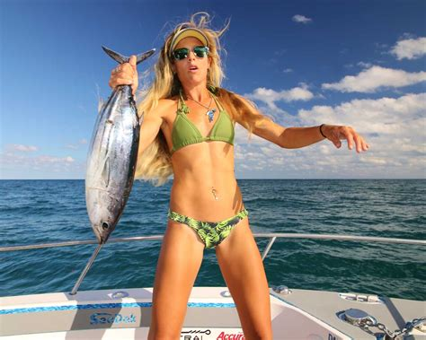 PHOTOS - Get Your Daily Fix of Fishing With Darcizzle